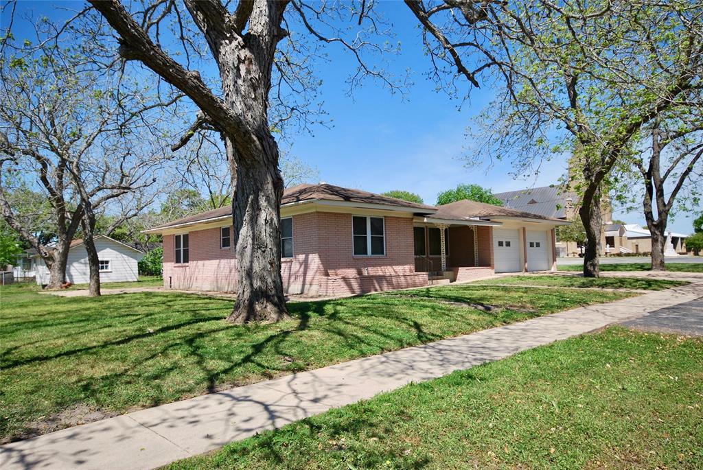 505 N Pecan, Moulton, TX 77975