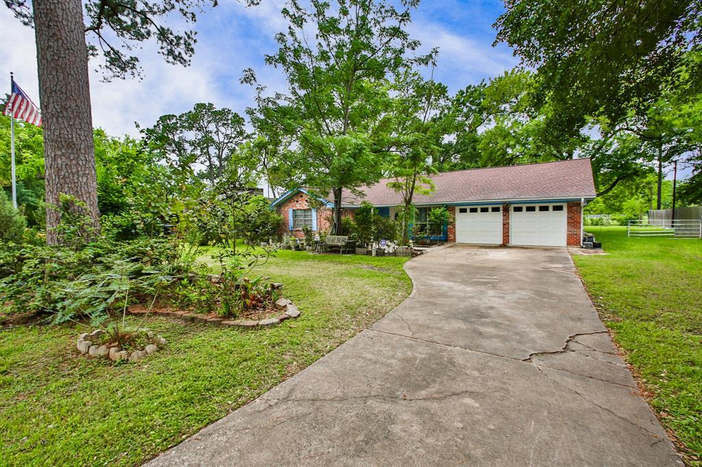 ENERGY CORRIDOR!!! PRICED TO SELL!! This is one of the best location on the West side. Easy access to I-10, Katy, Energy Corridor, City Centre, Memorial City Mall and more. Beautiful 1 story located in a niche wooded cozy community with