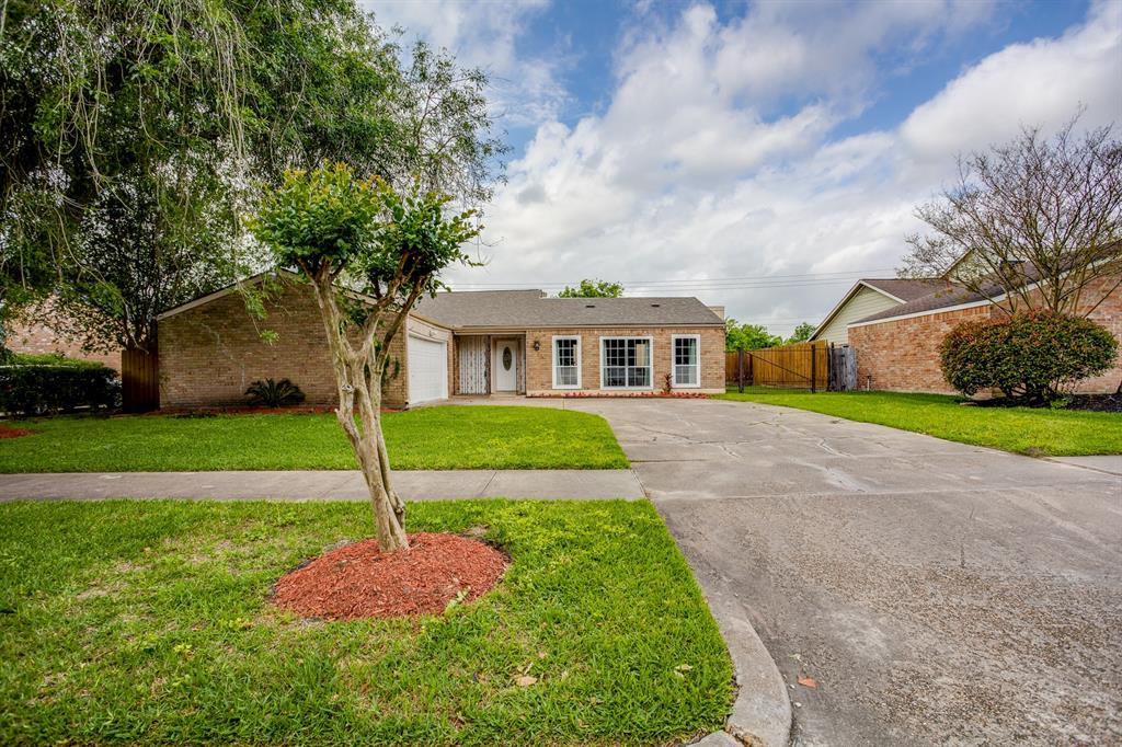 10910 Braes Forest Drive, Houston, TX 77071