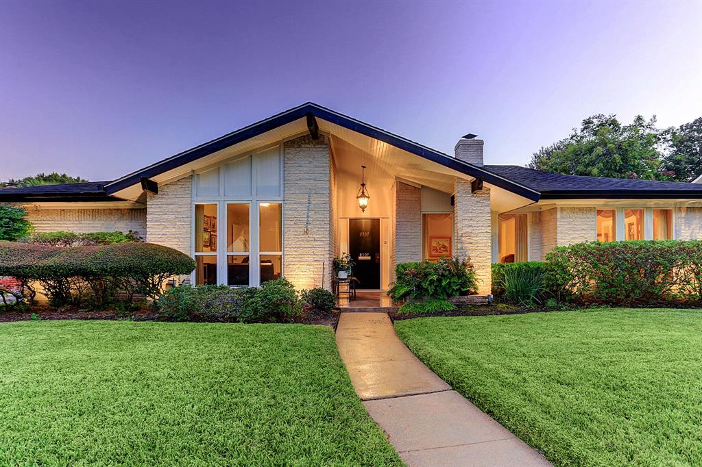 8307 Burning Hills Drive, Houston, TX 77071