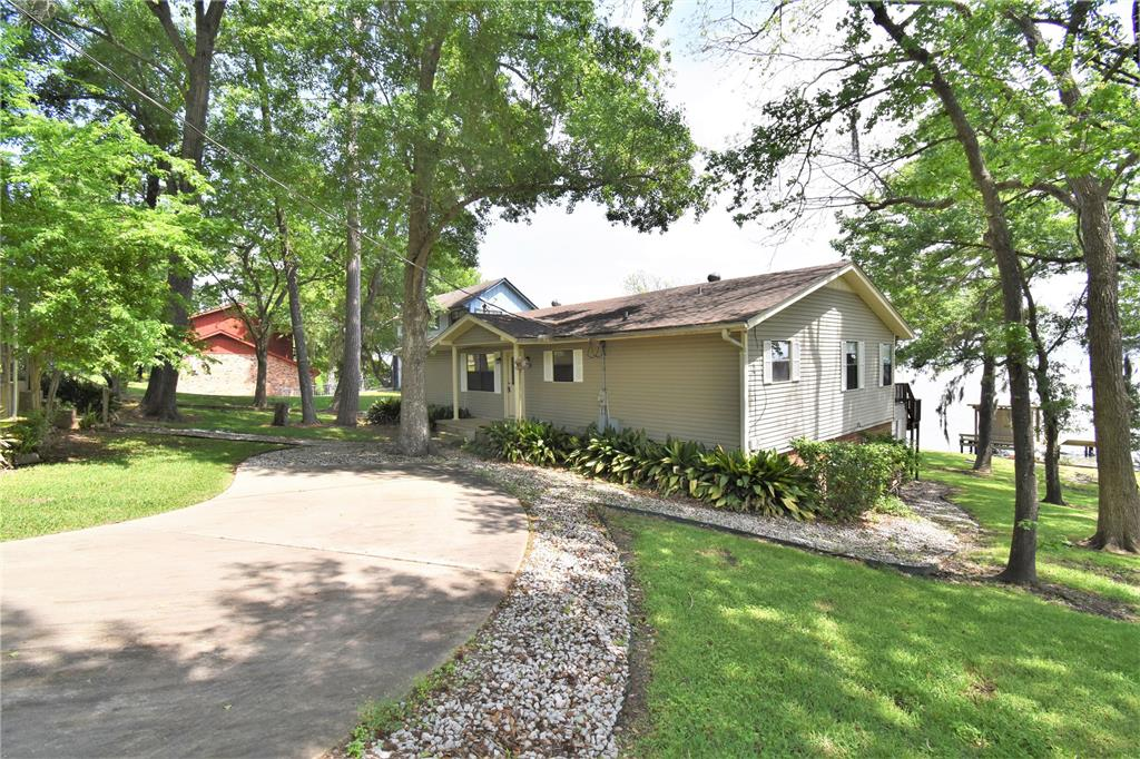 292 Edgewater Way, Point Blank, TX 77364