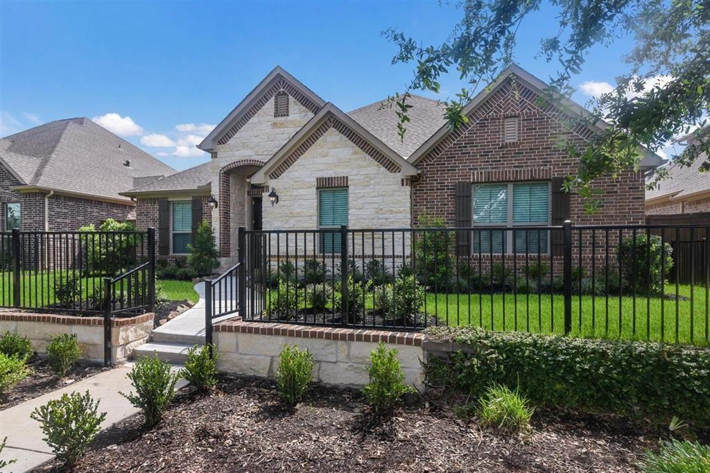 409 Water Street, Webster, TX 77598