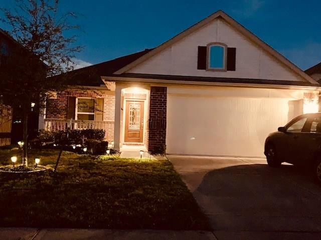 """Location, Location, Location!!!! Close to the Medical Center, Downtown, Reliant, Shopping, and quick access to Beltway 8 or TX-288. This house was built in 2015 and comes with a lot of energy efficiency features like Radiant barrier plywood on the roof and low E insulated windows to name a few. This house also has an open floor plan, large master with double vanity and separate shower and bathtub. Beautiful large kitchen with stainless steel appliances, granite counter tops and 42"""" cabinets. Did i mention the a back covered patio for entertaining with a gas connection for your BBQ pit or custom built in kitchen. Don't miss out, this house also is also located on a cul de sac street."""