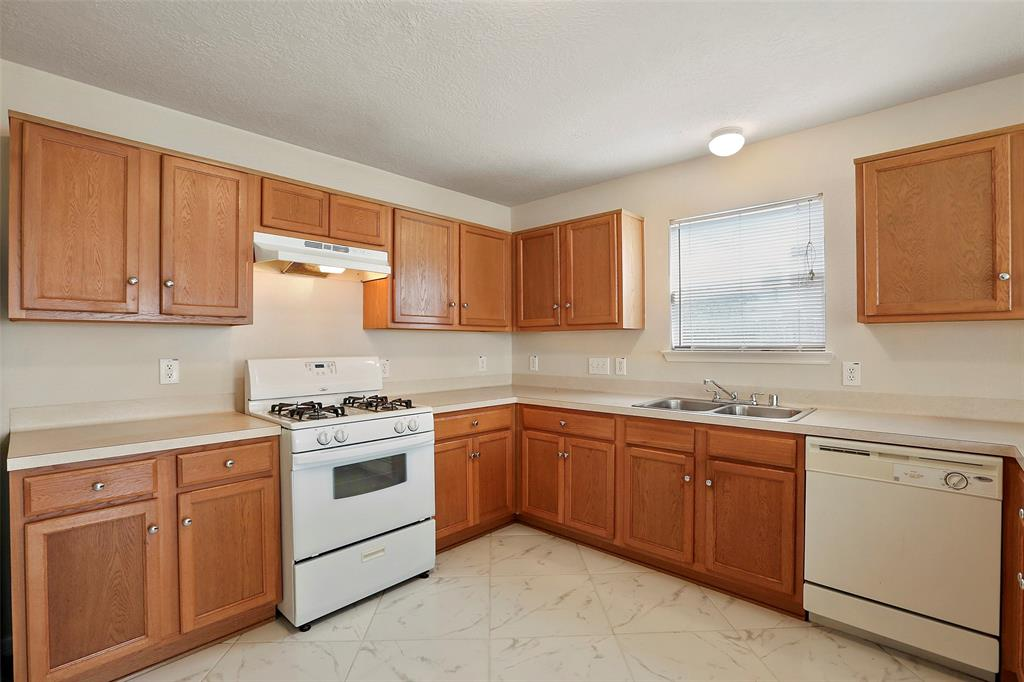 Well maintained Kitchen features an island and large spacious walk-in pantry.