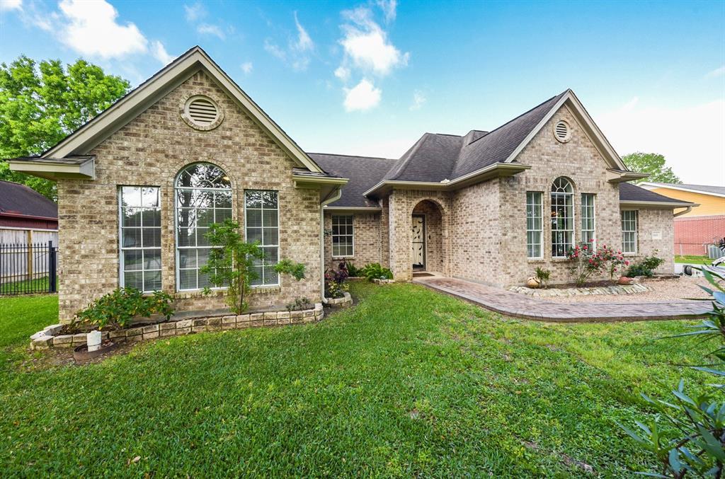 18400 Anne Drive, Webster, TX 77058