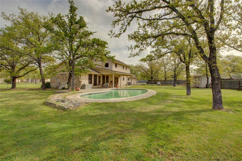 1164 County Road 227, Giddings, TX 78942
