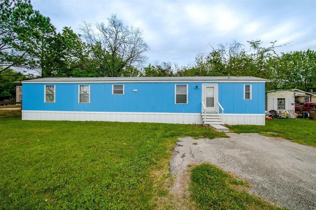 1735 N Battlebell Road, Highlands, TX 77562