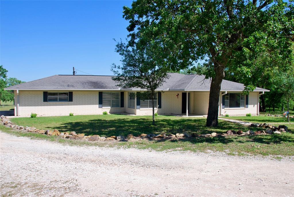 1460 County Road 394, Shiner, TX 77984