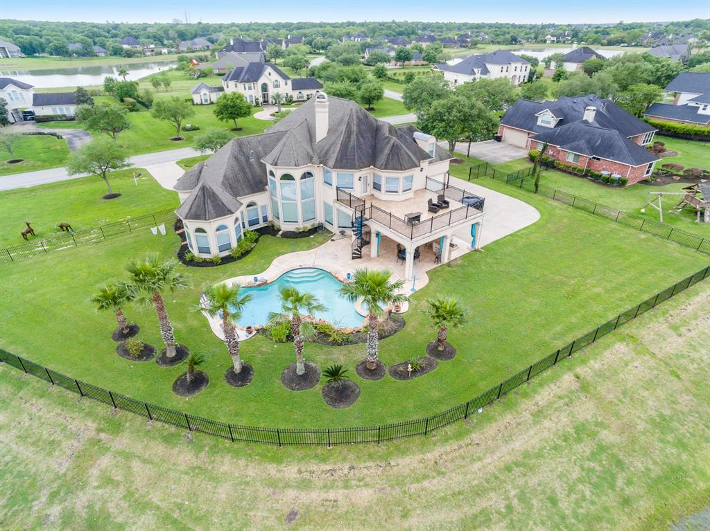 330 Royal Lakes Boulevard, Richmond, TX 77469
