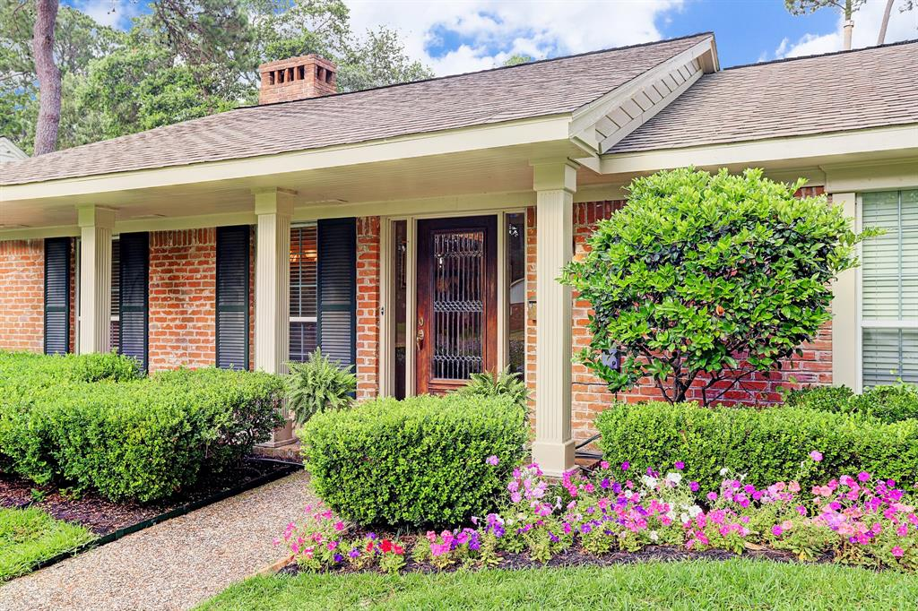 Beautifully updated with a magnificent custom pool/spa located in a prime location on the North side of Briargrove Park! Home did not flood per Seller. Updated kitchen in 2019 includes: quartzite surfaces/backsplash/sink/faucet/dishwasher. DCS by Fisher & Paykel 5-burner gas cooktop w/vent hood. Double ovens. Breakast area has glass display cabinetry w/built-in shelving and French doors to backyard. Powder Room and laundry room off kitchen area. Gorgeous hardwoods and recent neutral paint throughout. Family Room features a wood-burning fireplace w/handsome wood mantle. Built-in shelving & cabinetry. Lots of natural light through large windows, crown molding, recessed lighting. Backyard has a pool/spa, grassy area, covered patio, greenery and trees. Backs to an empty lot - noone looking into your yard! New hot water heater. Briargrove Park HOA - $685/yr - offers 24/7 security, private trash pickup, facilities include: tennis court, playground and outdoor pool.