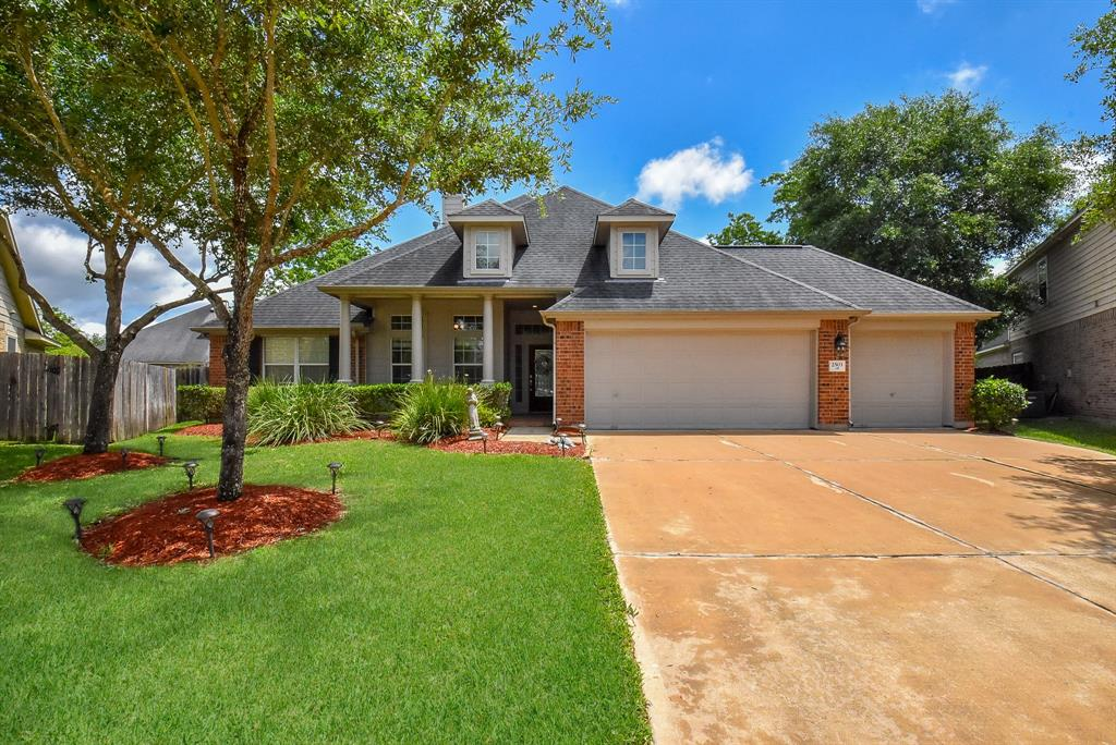 2503 Harpers Creek Court, Fresno, TX 77545