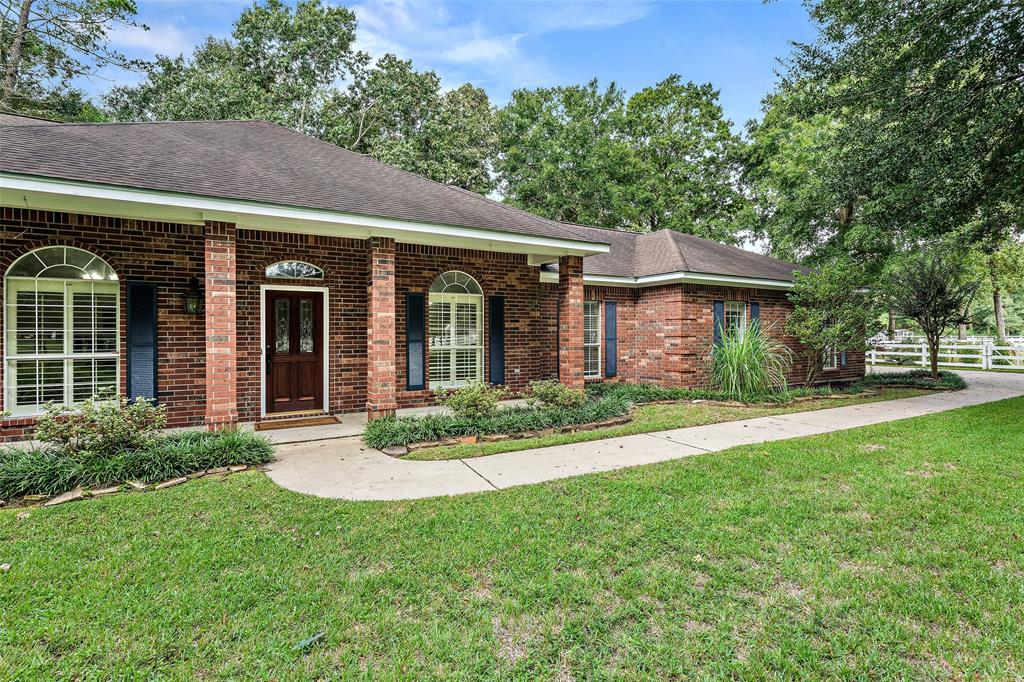 202 Lake Commons Court, Huffman, TX 77336