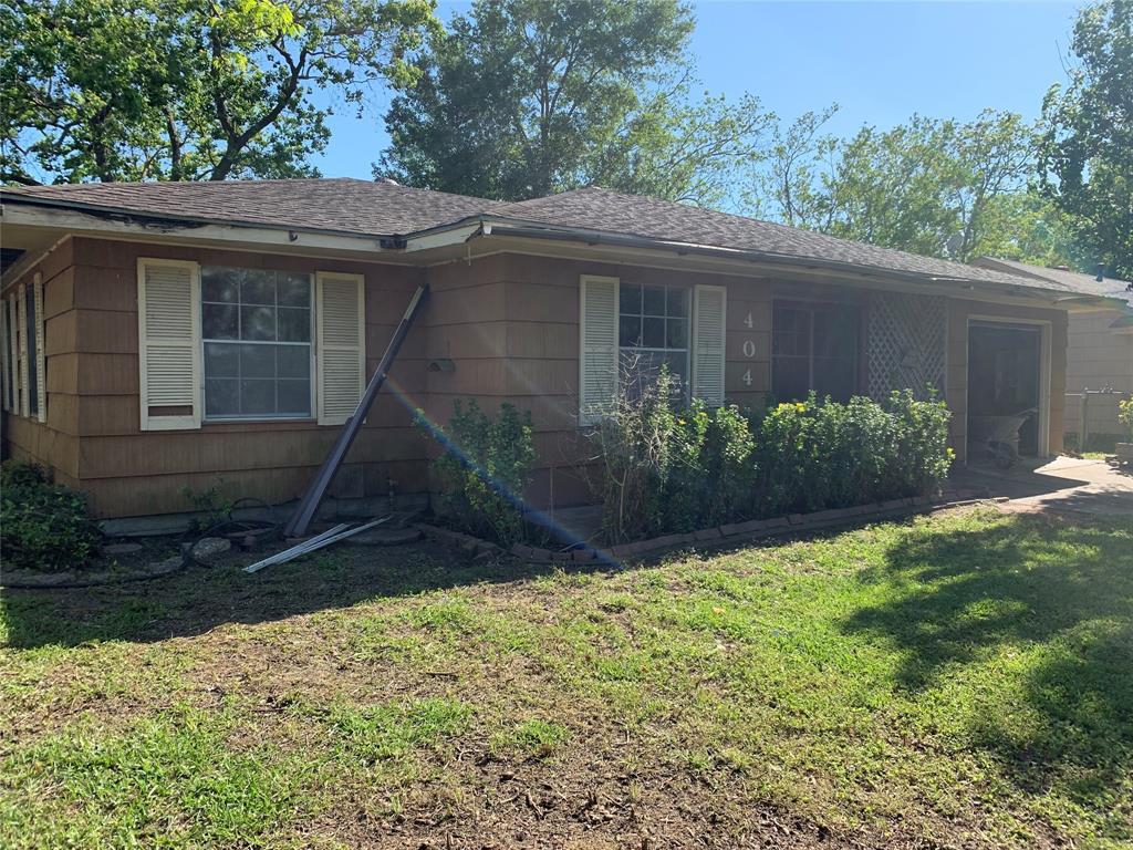 404 Bluebell Street, Highlands, TX 77562