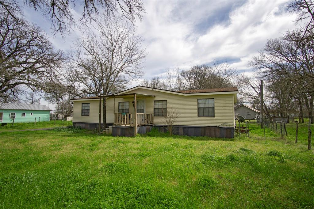 245 County Road 415, Lyons, TX 77863