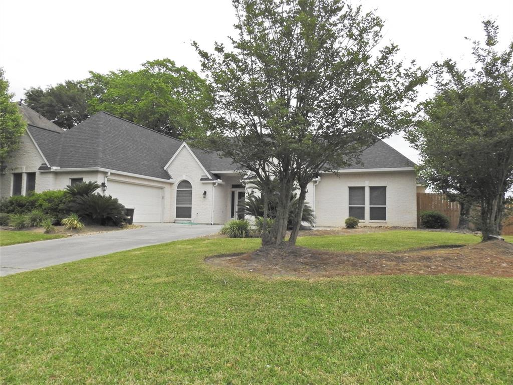 ONE OF A KIND!!!This Splendid 1 story, 2822 Sqft, 3bedrooms , 2.5 baths home is nestled on 11492 sqft. You will adore with cozy granite fire place in the living room, Gourmet kitchen with granite counter top, elegant chandelier in formal dining, building cabinets in the study, ground molding, roomy utilities room, 4sides brick, Full Sprinkler system, new roof( replaced within a year) Call Your Realtor!!!all measurements are approximate