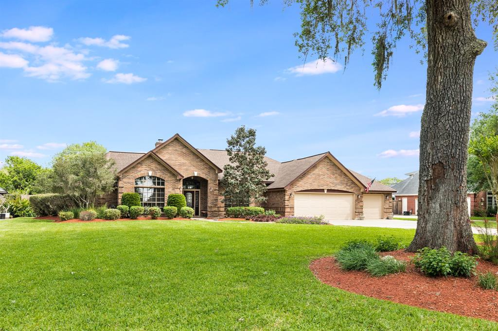 53 Chesswood Court, Lake Jackson, TX 77566
