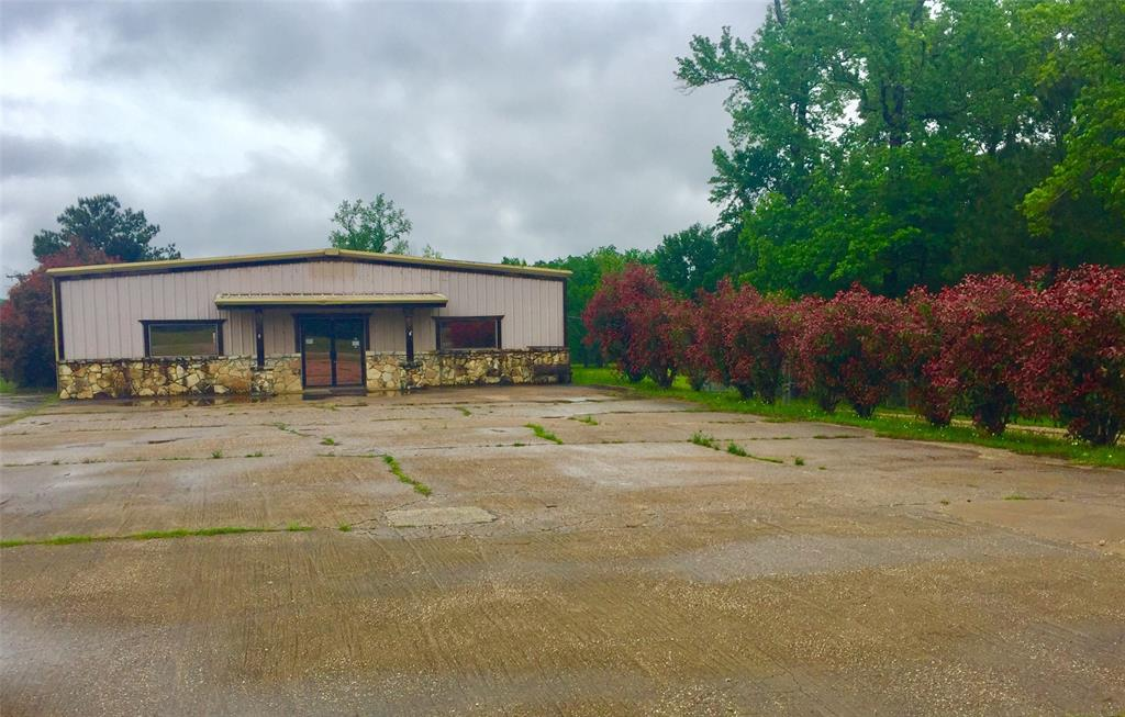 Looking for a great property?  This HWY frontage property is 6000 sq. feet, offers 3500 Air conditioned office spaces and 2500 ware house space with roll up door! Fenced yard has Six separate 12x30 covered stalls and a 24x30 garage with 2 roll up doors.  Sitting on 9 acres!  HUGE POTENTIAL!