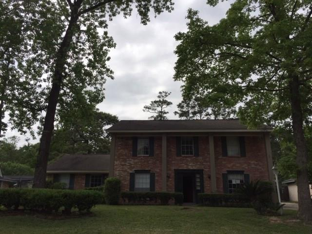 Great opportunity in beautiful Shenandoah! This 4 bedroom home features a downstairs master bedroom with private bath. Formal living room and dining room. The den has a fireplace and wet bar! Th upstairs has a big game room area. This home is minutes to everything The Woodlands has to offer!