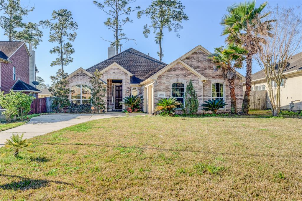 PRIVATE CUL-DE-SAC LOT CLOSE TO THE WOODLANDS. ONE STORY HOME, 3 BEDROOMS, 2.5 BATHS. OPEN FLOOR PLAN WITH LIGHT THROUGHOUT THE HOUSE. THE KITCHEN OPENS TO THE FAMILY ROOM AND THERE IS A LARGE BREAKFAST AREA. MASTER BATH HAS WHIRLPOOL AND SEPARATE SHOWER. GREAT PRIVATE GATED COMMUNITY. THIS IS A GREAT HOME & NEIGHBORHOOD!