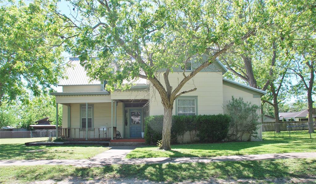 304 S Pecan, Moulton, TX 77975