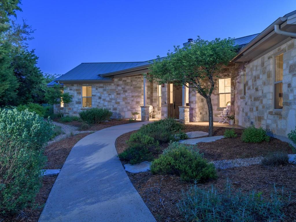 816 Moonlight Bay Drive, Spicewood, TX 78669