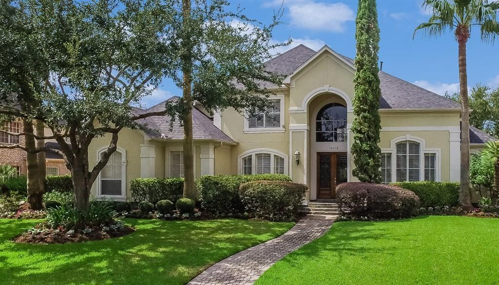 GORGEOUS TRUE WATER VIEW RIGHT OUT YOUR FRONT DOOR - 4/3.5/3 BARELY LIVED-IN HOME. IN 2016/2017: ROOF, 1 HVAC PLUS 1 FURNACE, KITCHENAID SS DOUBLE CONVECTION OVENS, MICROWAVE, DISHWASHER PLUS JENN-AIR 5 BURNER GAS RANGE IN ISLAND, 2 WATER HEATERS, KITCHEN & BAR SINKS, CABINET HARDWARE AND FAUCETS, SMOKE DETECTORS. FRESH PAINT! BOTH FORMALS, OPEN PLAN FAMILY ROOM, BREAKFAST AND KITCHEN. BEAUTIFULLY LANDSCAPED BACKYARD AND PATIO. READY FOR IMMEDIATE MOVE-IN! NO FLOODING!
