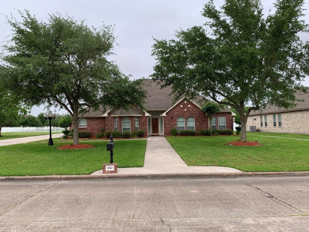 650 Westwood Circle, La Marque, TX 77568