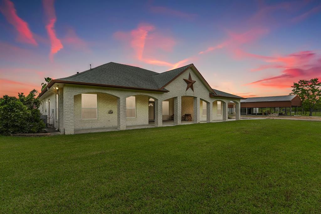 413 County Road 192, Alvin, TX 77511