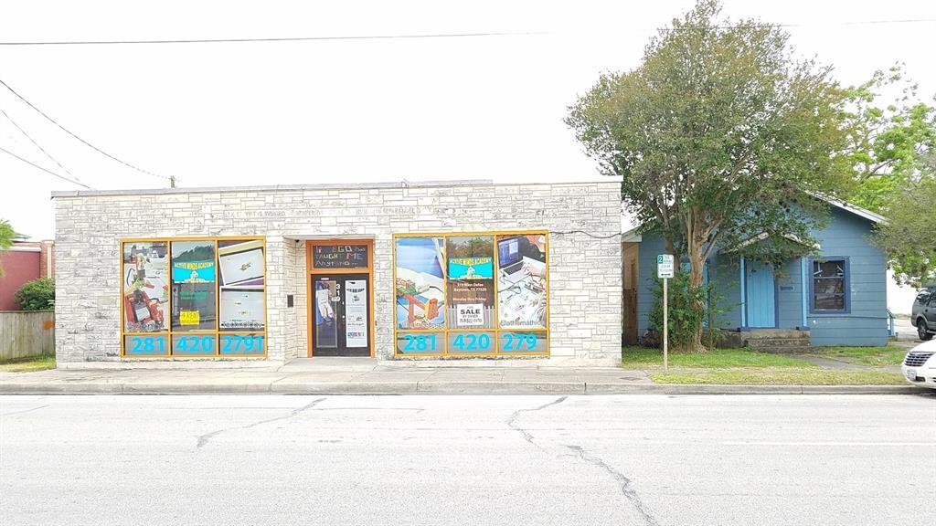 319 & 321 W Defee Avenue, Baytown, TX 77520