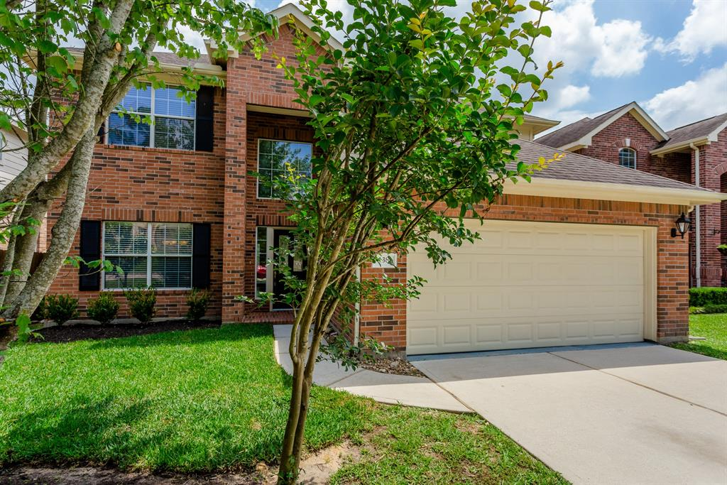 Stunning 4 bedroom, 2.5 bath home in Sterling Ridge's May Valley! Lot that backs to a greenbelt - NO BACK NEIGHBORS! Immaculate inside and out with brand new carpet upstairs! Spacious kitchen includes a breakfast bar with stools and opens nicely into the spacious living area. Large master bedroom upstairs, separate shower and tub in master bath along with 3 nicely sized bedrooms. Extended deck with built in seating overlooks the huge backyard that backs to the greenbelt. Ready for move in! Zoned to Deretchin Elementary, McCullough, and The Woodlands High. LAWN MAINTENANCE, FRIDGE, WASHER and DRYER INCLUDED IN THIS LEASE!