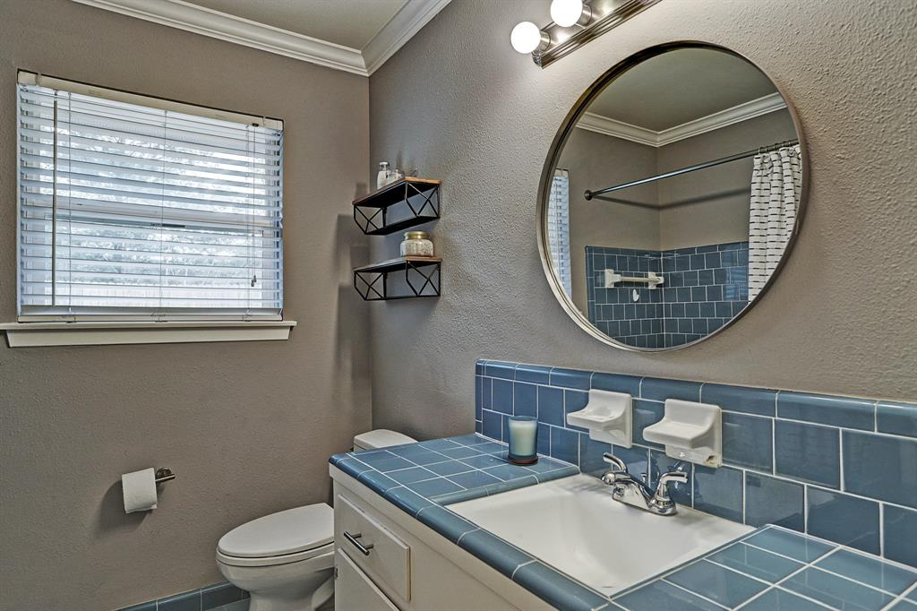 Full bathroom off of hallway features neutral paint and bath/shower combo.