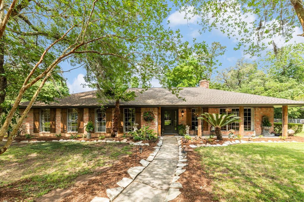 103 Woodland Road, Lake Jackson, TX 77566