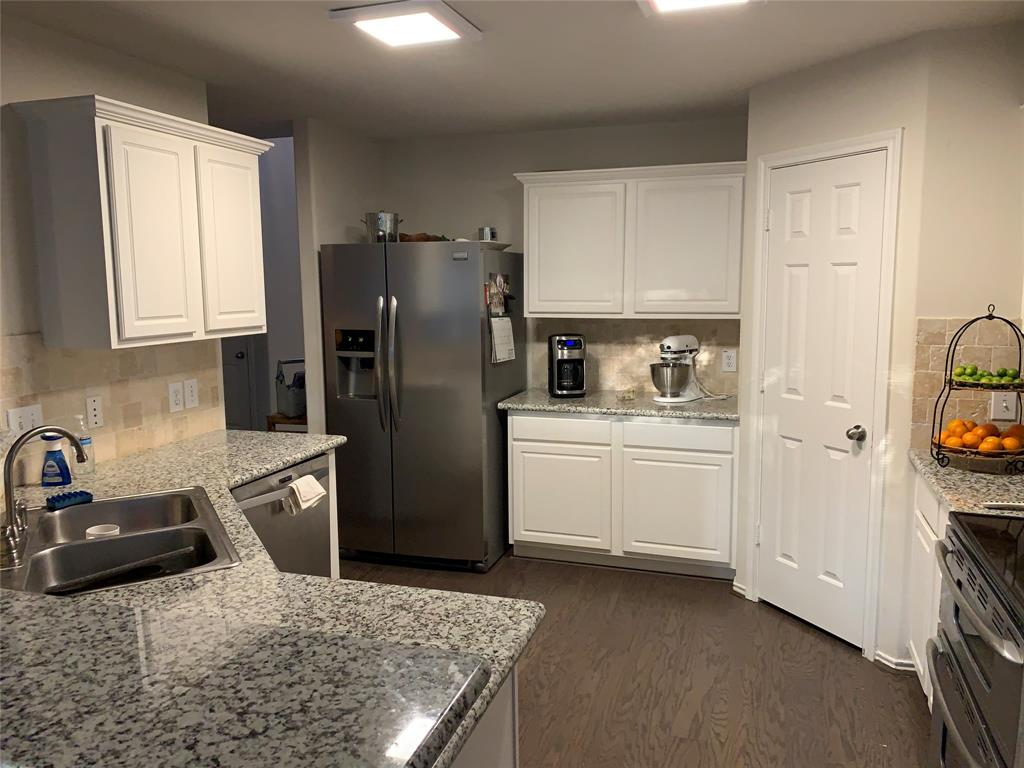 Ready to move in 7/20 Beautiful and well maintained 2 story, nice and private back yard. Refrigerator, Washer and Dryer included. Lawn maintenance included.