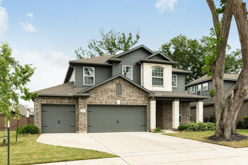 107 Forest Bend Court, Clute, TX 77531