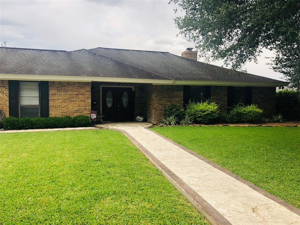 1114 Meadow Creek Drive, El Campo, TX 77437
