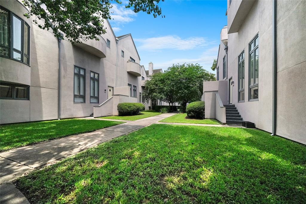 Arlington Court is a beautifully maintained townhome community!