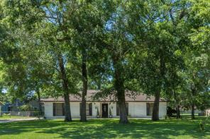 228 Oak Manor Drive, Alvin, TX 77511