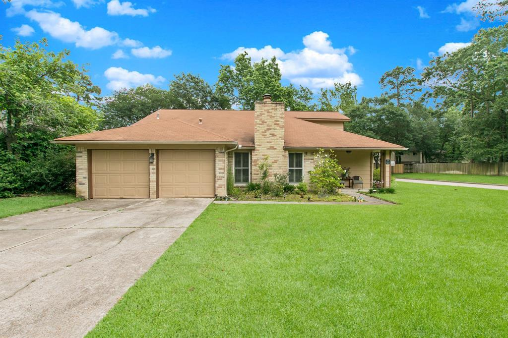 Don't miss an opportunity to purchase a gem of a home in The Woodlands Grogans Mill.  You will travel less than 2 miles to I-45 and about the same to The Woodlands Market Street and Mall.  You are withing walking distance to K-8 schools in the highly acclaimed ISD in The Woodlands.  There is a flex space upstairs, master down, double pane windows for energy efficiency, plantation shutters, and much, much more. Refrigerator and washer/dryer can stay with the right offer.  Schedule a showing today!