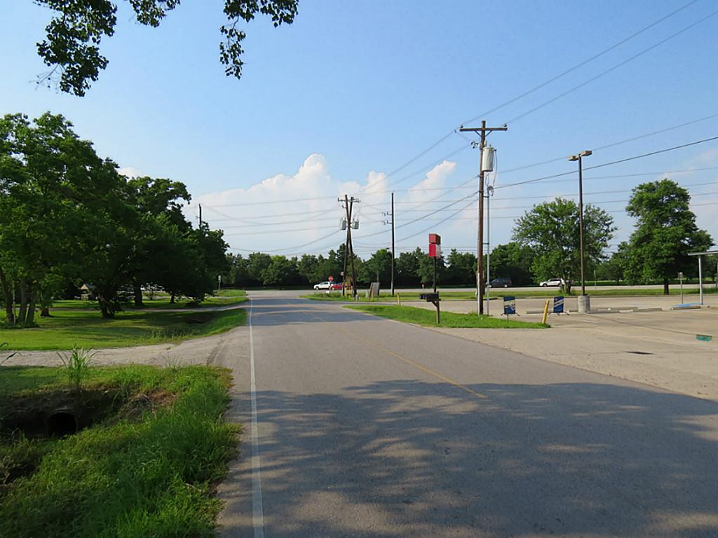 6122 COUNTY ROAD 824, Rosharon, TX 77583