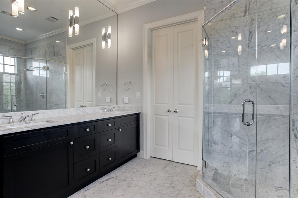 ... a double vanity, private WC (to the left out of photo) ...