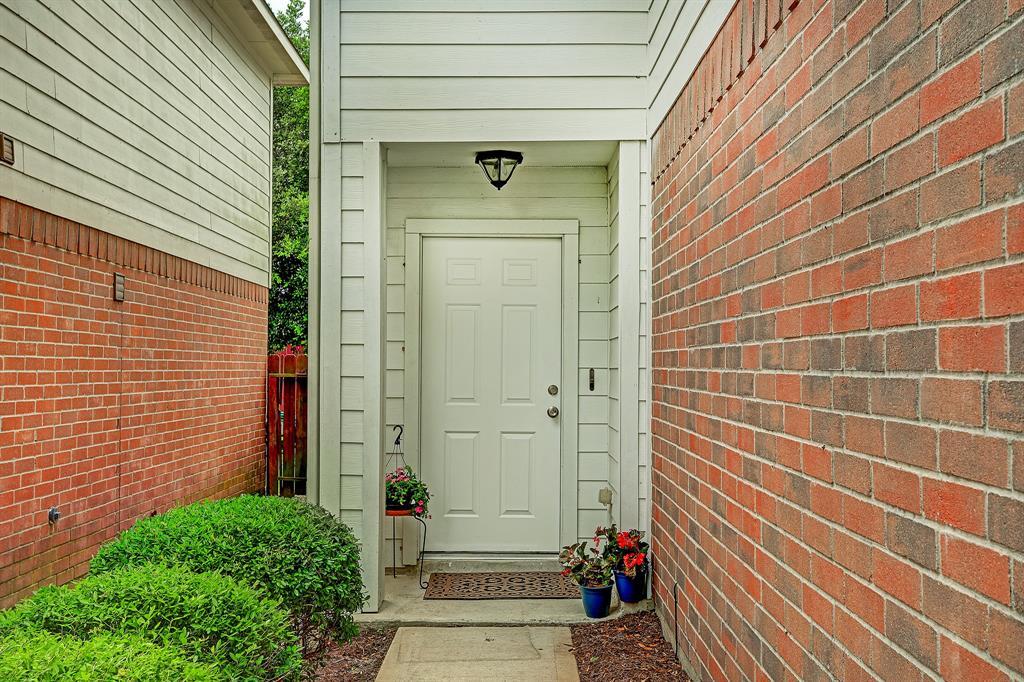 10234 Middleglen Lane, Houston, TX 77034