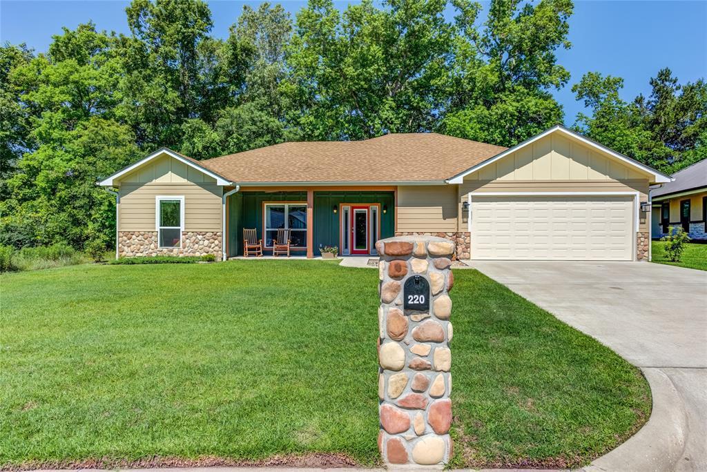 220 Oak Meadow Lane, Lufkin, TX 75904