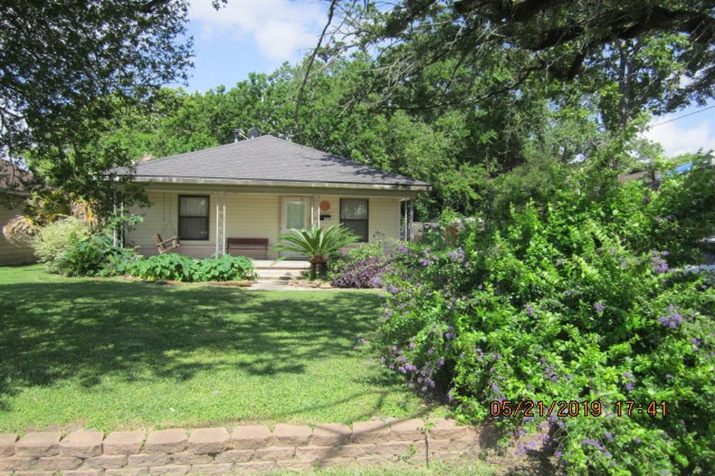 312 S Magnolia Street, Highlands, TX 77562