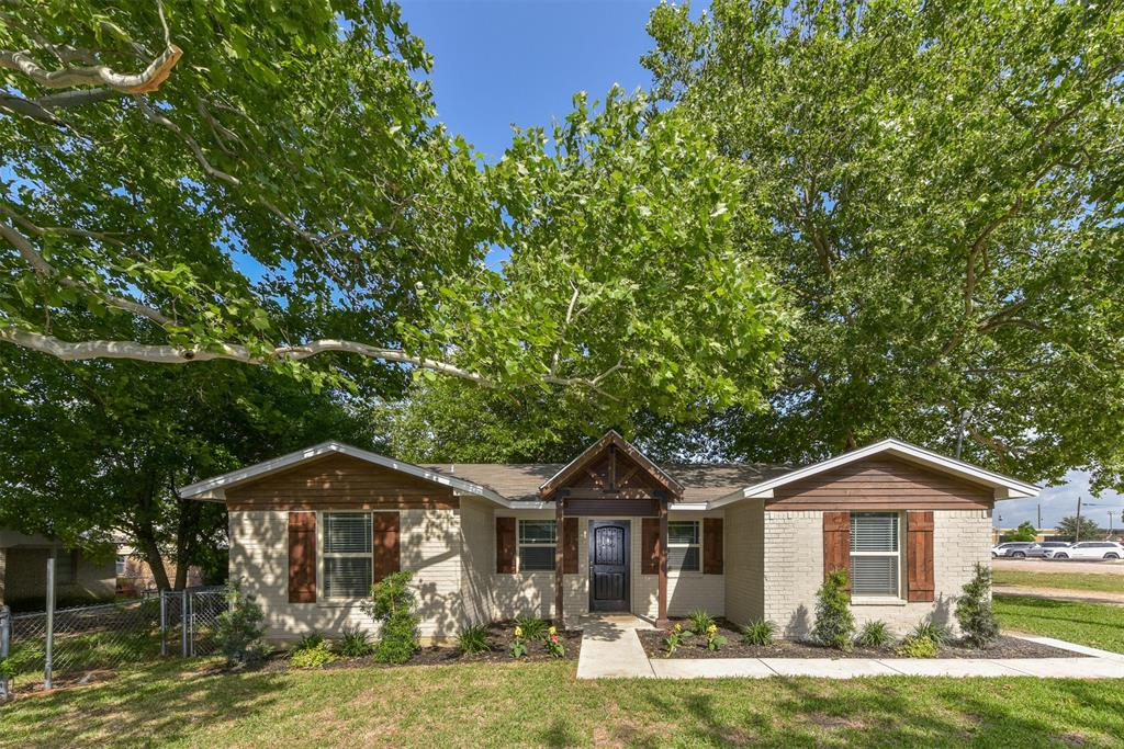 207 Phillips Street, Maypearl, TX 76064