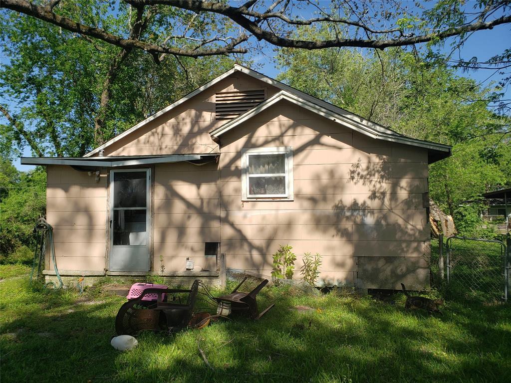 304 Prairie Street, Highlands, TX 77562