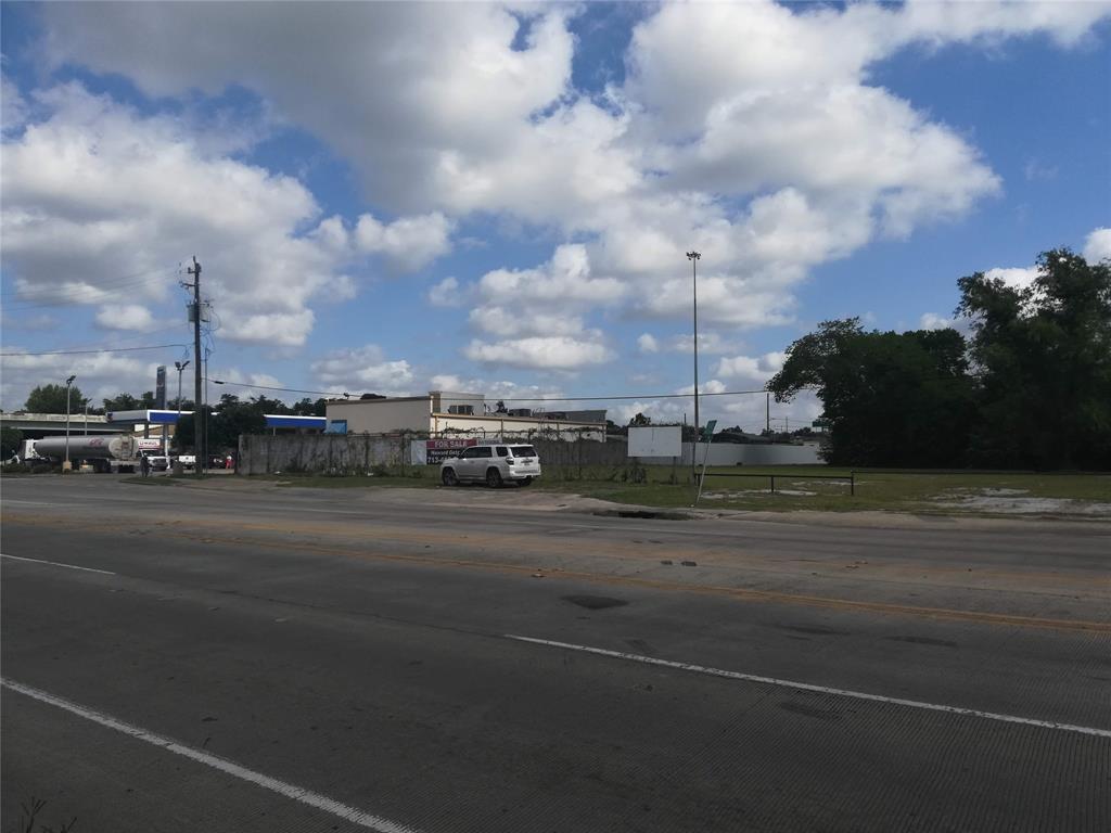 3605 Crosstimbers Street, Houston, TX 77093