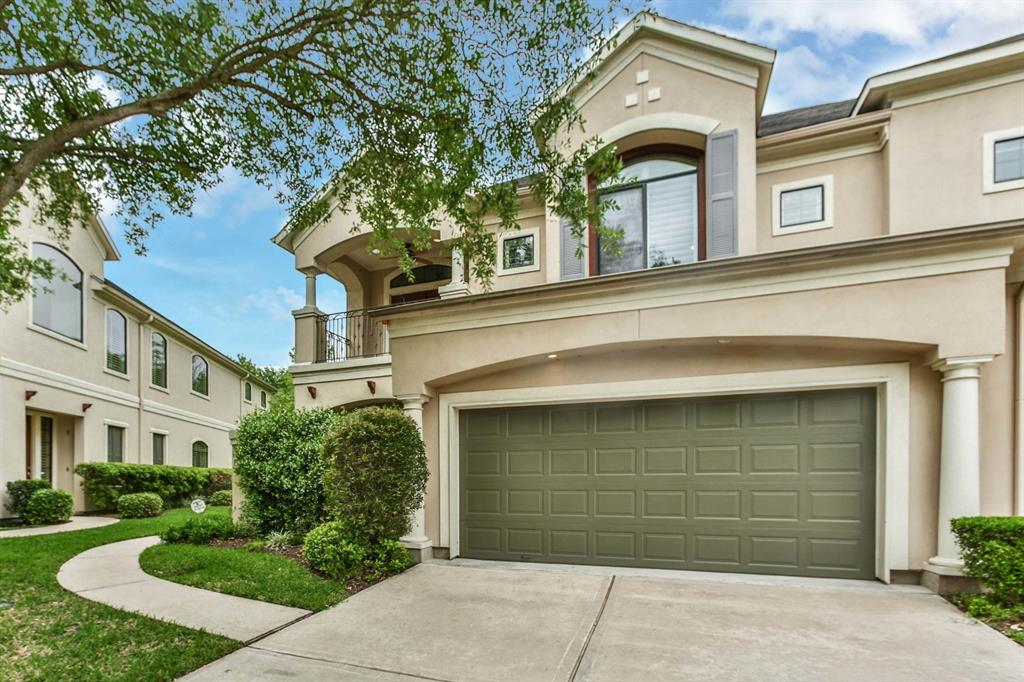 24 Sweetwater Court, Sugar Land, TX 77479