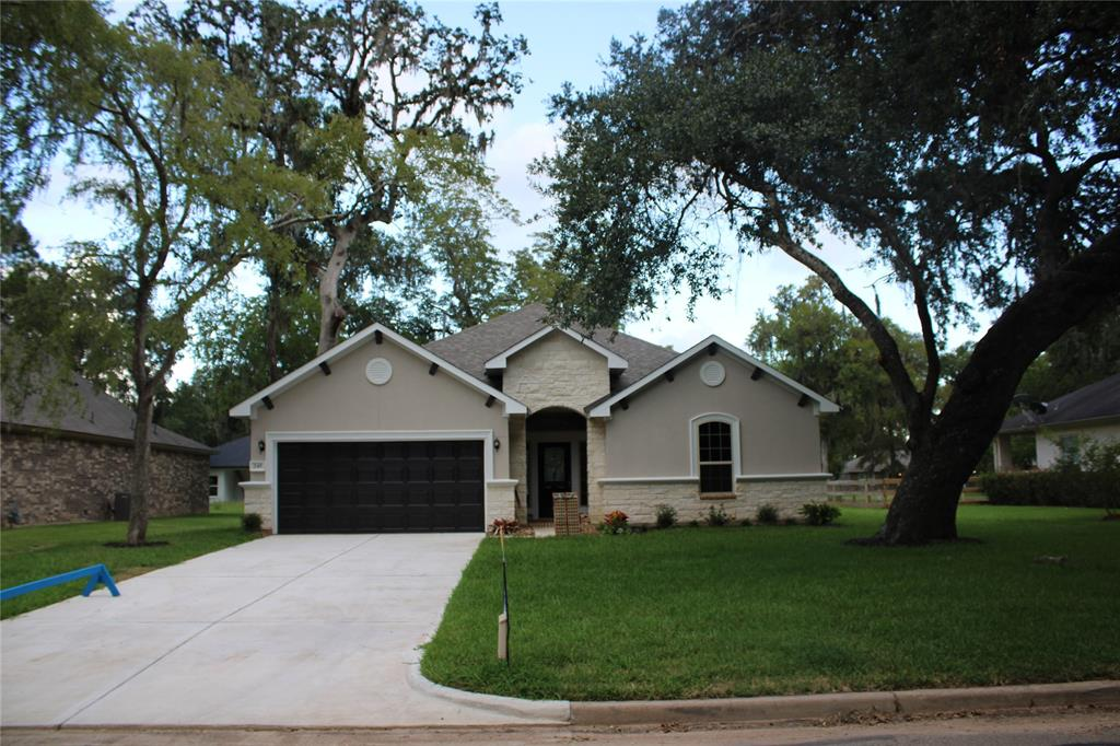 245 Woodhaven Dr Drive, West Columbia, TX 77486