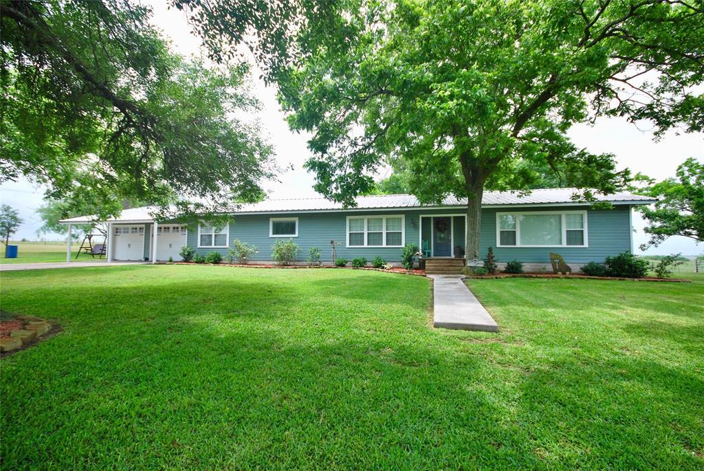 104 County Road 292, Shiner, TX 77984