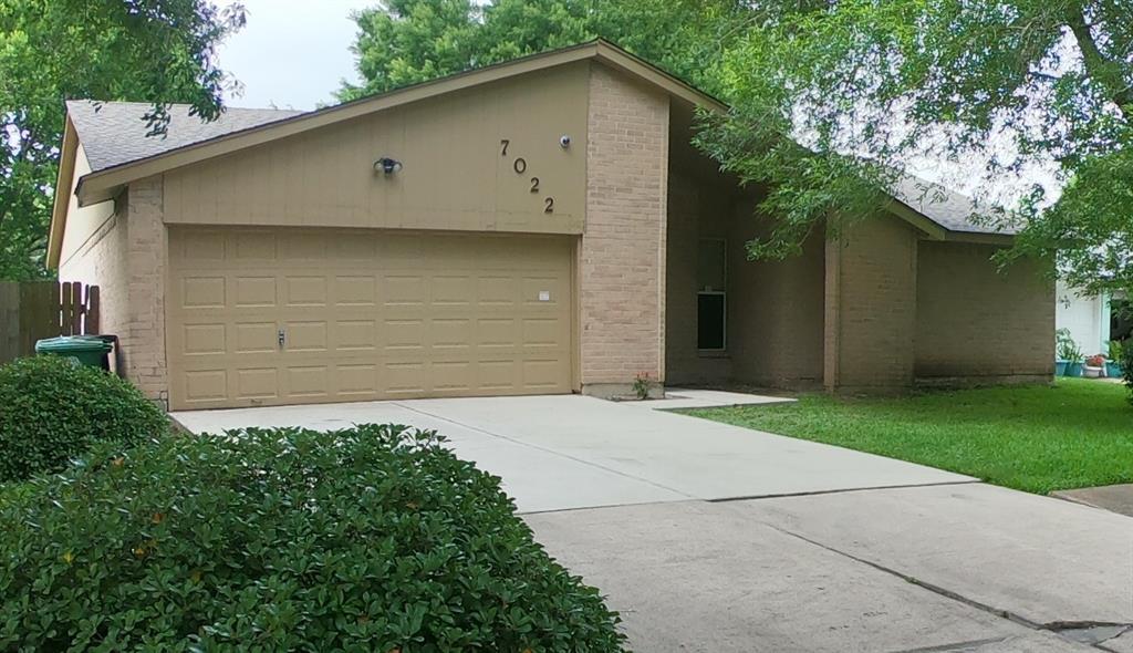 7022 Rockergate Drive, Houston, TX 77489